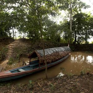 Cuentan con una embarcación que solo es utilizada en ocasiones especiales.